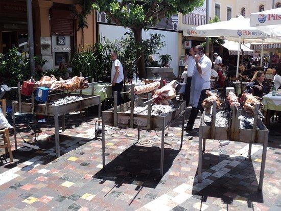 Abejar, Испания: Domingo de Pascuas ortodoxas en Atenas , Plaza Monastiraki