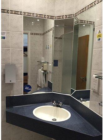 Upper Harbledown, UK : Guest Bathroom