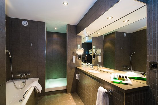 Westhill, UK: Executive Suite Bathroom