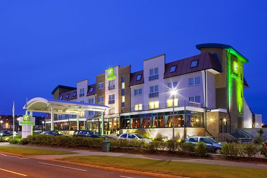 Westhill, UK: Holiday Inn Aberdeen West Exterior View from road