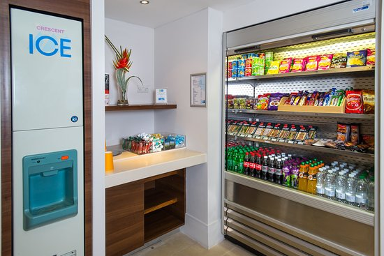 Holiday Inn Express Milton Keynes: Vending facilities are located on our Ground Floor