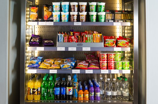 Holiday Inn Express Bath: Feeling peckish? Grab a snack from our fully stocked vending area