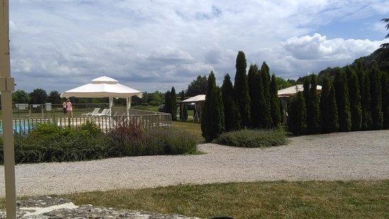 Pouilly-en-Auxois, France : Vue de la terrasse du restaurant