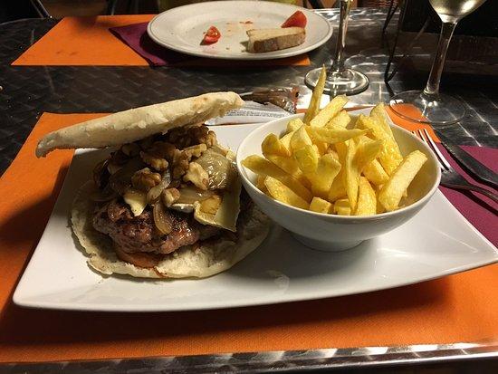 Camallera, Испания: Just had one of the greatest burgers ever... Great job guys!