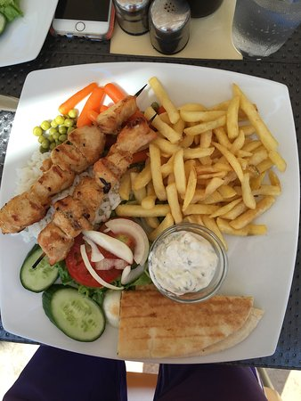 Tasia Maris Gardens Apartments: Some of the meals off the lunchtime menu , chicken kebab, burger and chips, and good old fashion