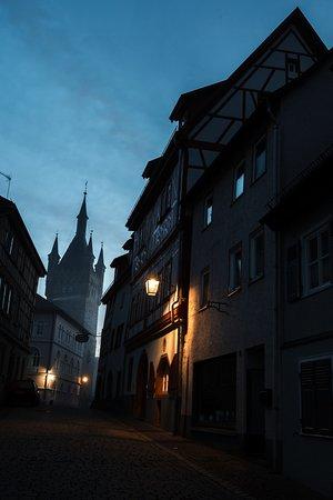 Bad Wimpfen, Germany: предрассветный вид на Blauer Turm в Бад-Вимпфене