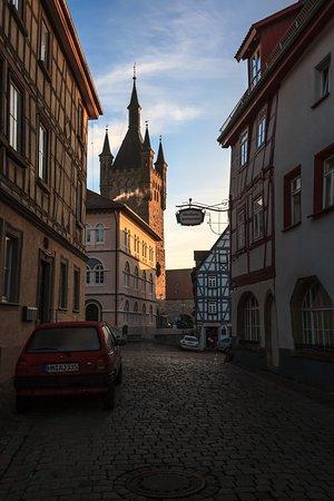 Bad Wimpfen, Germany: рассветный вид на Blauer Turm в Бад-Вимпфене