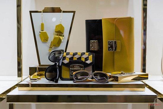 ... per una rasatura di classe. Negozzi Abbigliamento Via Mazzini Verona   accessori 53d872b363c