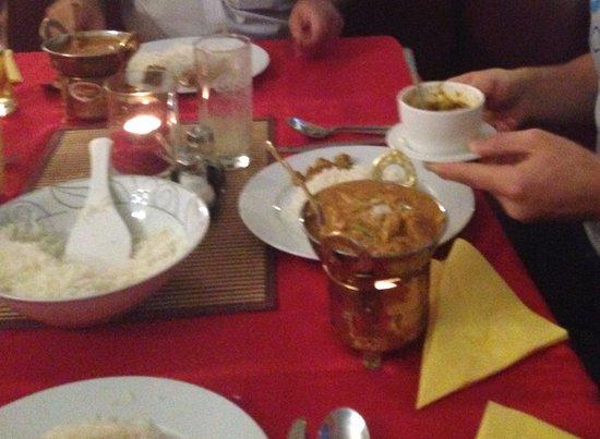 Mainz-Kastel, Alemania: leckeres Essen geschmackvoll serviert
