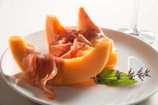 Lake Leelanau, มิชิแกน: Prosciutto E Melone, seasonal melon with savory cured Tuscan ham - a perfect antipasto for a bal
