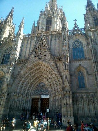 Nisia Bed & Breakfast : Festa di Gracia e cattedrale del mare