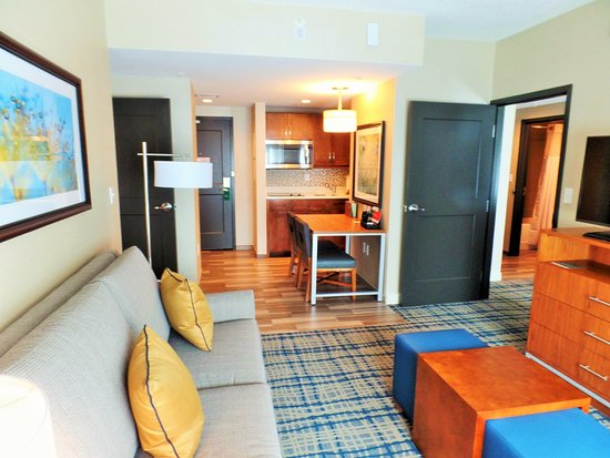 Homewood Suites By Hilton Boston Brookline Longwood Medical: Parlour/  Kitchenette Area Of The 2