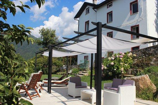 Molina di Faggeto Lario, Italia: patio