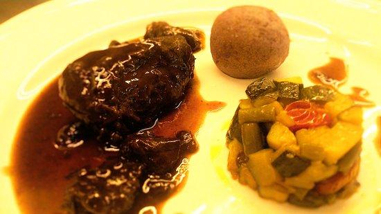 Armonie in Corte: ganassino alla Bordolese con caponata di verdure e patate vitelotte