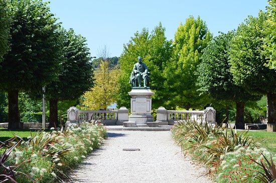 Monument a Louis Pasteur