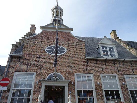 voormalige stadhuis van Domburg uit 1667