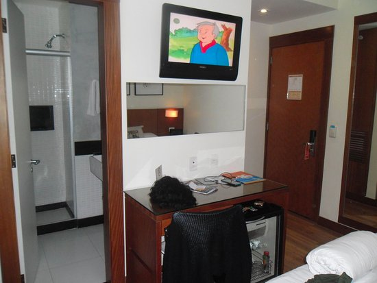 Mar Ipanema Hotel: Room ?/ and a view of Bathroom