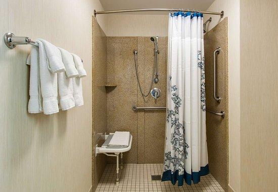 Bedford Park, IL: Accessible Suite Bathroom