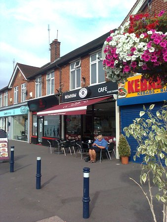 Addlestone, UK: Exterior of the New Haw Cafe
