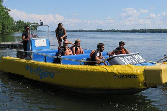Rafting Montreal & Jetboating: Génial !!! À  essayer super équipe de jeunes. Bises des Marseillais + 1 pastis la prochaine fois