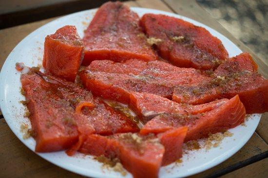 Kenai Riverfront Resort: Freshly caught salmon with seasoning tips provided by Jim!