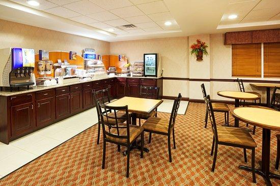 Carrollton, KY: Breakfast Bar