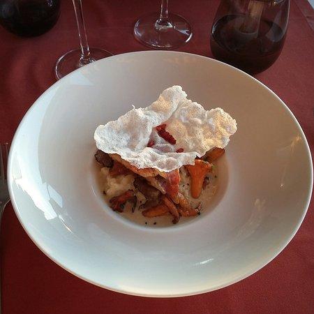 rougets, risotto crémeux, girolles et beurre de truffes