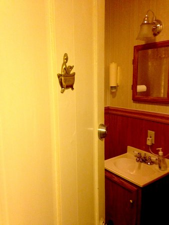 Willkommen Hof Bed and Breakfast: Standard shared bathroom