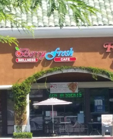 La Habra, CA: Berry Fresh Frozen Yogurt