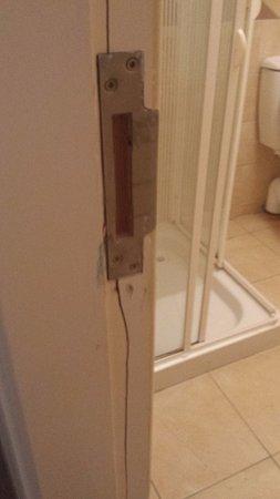 The Connaught Inn: broken bathroom door