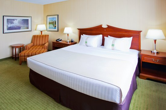 Front Royal, VA: King guest room with lounge chair and 32' LCD TV