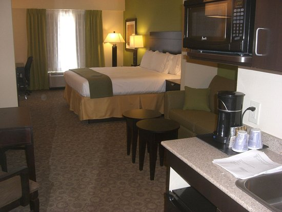 Mount Juliet, TN: King Suite at the Holiday Inn Express & Suites Mt Juliet