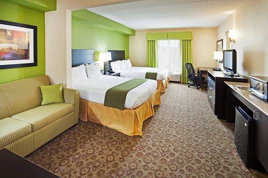 Mount Juliet, TN: Queen Double Bed Accessible Suite with Sleeper Sofa