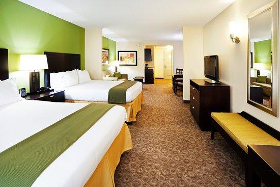 Mount Juliet, TN: Double Queen Bed Suite with Queen Sleeper Sofa