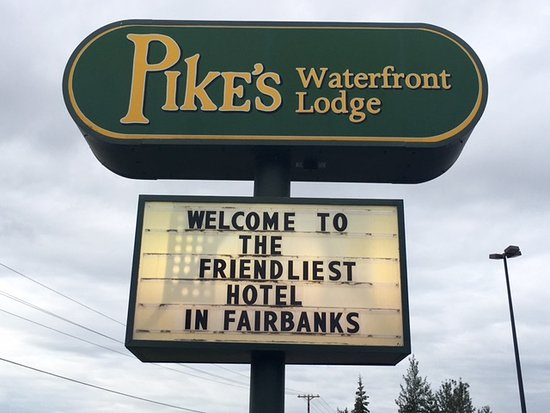 Pike's Waterfront Lodge: Pike's Landing Main Entrance Sign