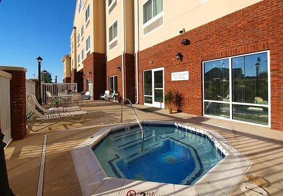 Fairfield Inn & Suites Cookeville: Outdoor Whirlpool Spa & Sun Deck