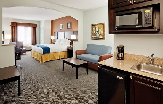 Warminster, PA: All our suites have microwaves and a mini fridges