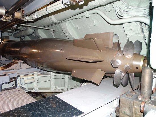 Visite du sous marin photo de cit de la mer for Interieur sous marin