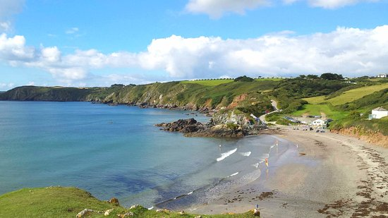 Cadgwith, UK: Great view of the main beach, life guards, parking and cafes