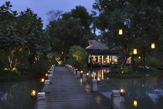 Anantara Mai Khao Phuket Villas: Lobby View At Night