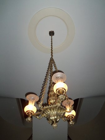 South Boston, Вирджиния: Mansion Foyer Chandelier