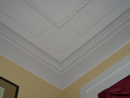 South Boston, VA: Formal Sitting Room Ceiling Trim Detail