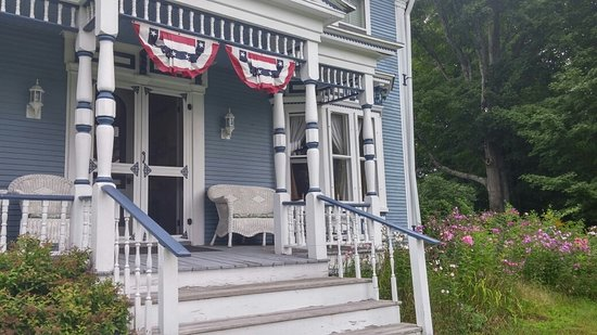 Hyde Park, VT: Front door seating