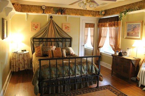 Excelsior Springs, MO: Emerald Rose room