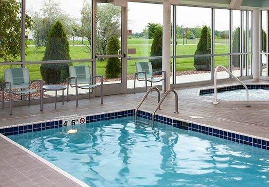 Saginaw, MI: Indoor Pool & Whirlpool