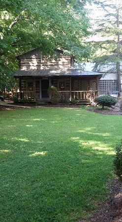 Pilot Knob Inn: Yadkin Valley Honeymoon Cabin
