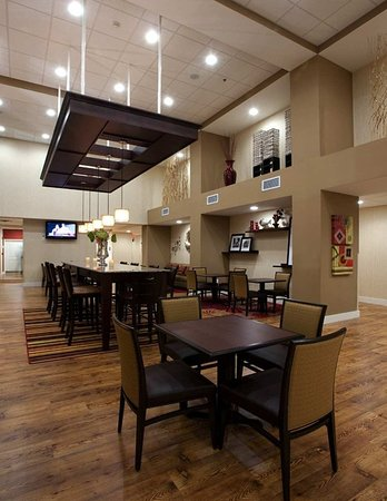 Hampton Inn & Suites Panama City Beach-Pier Park Area : Breakfast Dining Area