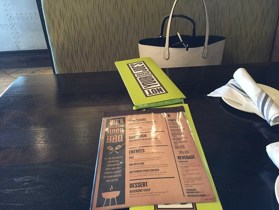 Seekonk, แมสซาชูเซตส์: Menu on Table with unique cloth napkins