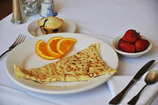 ‪‪Carmel Cove Inn at Deep Creek Lake‬: Ham, swiss, and bechamel crepes‬