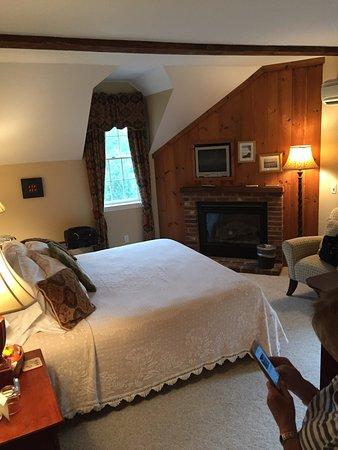 Yarmouth Port, MA: Room Hallet